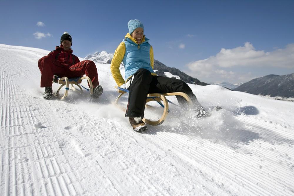 Schneeballschlacht mit der Schulklasse in der Skiwoche
